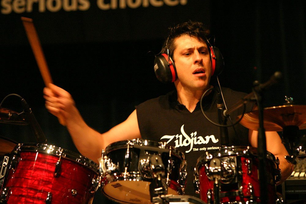2004-11-25_Mike_Mangini_in_Singapore_(Clinic)