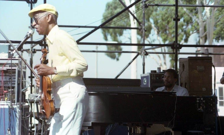 Pianist Henry Butler sideman with Papa John Creach -- Long Beach Blues Festival -- September 15, 1985 California ---- photo by Mark Weber