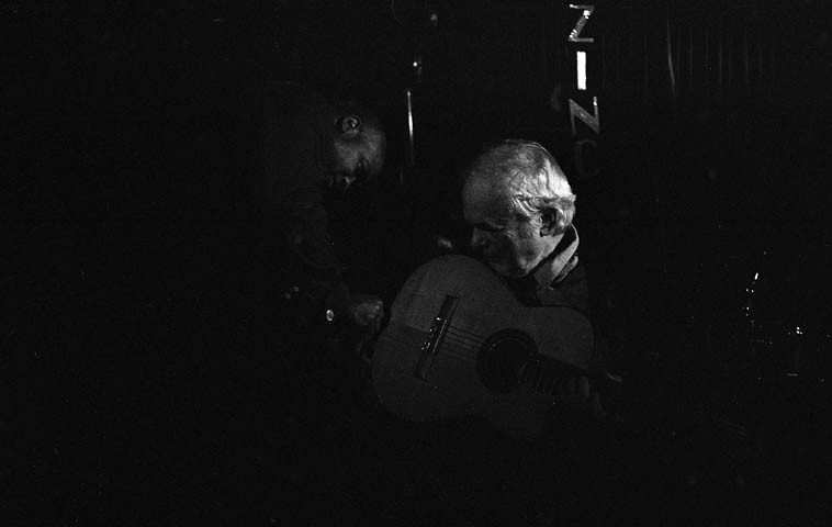Russell Malone helps Gene Bertoncini with his set up -- November 13, 2o14 -- photo by Mark Weber