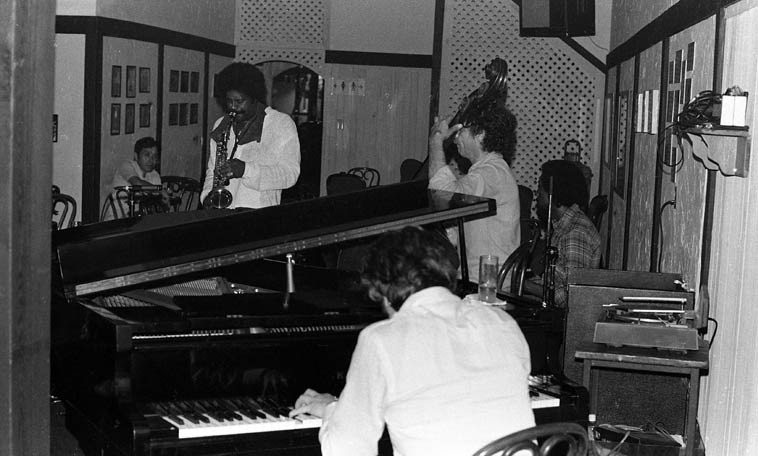 Charles McPherson Quartet -- October 17, 1979 -- Pasquale's, Malibu Beach -- Pat Senatore, bass; Roy McCurdy, drums; Carl Schroeder, piano -- Charles has a new cd: JOURNEY (Capri) that we will be talking about, grabbing our microscope and dissecting, inspecting, atomizing, and plain-old listening to ---- photo by Mark Weber
