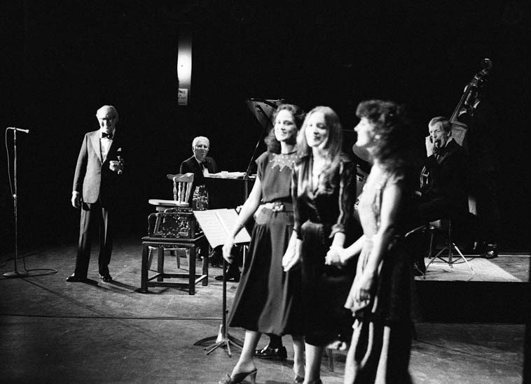 Benny Goodman Sextet + Rare Silk: Gayle Gillaspie, Mary Lynn Gillaspie, Margueritte Juenemann ----  October 12, 1980 ---- Bridges Auditorium, Claremont Colleges, California -- photo by Mark Weber