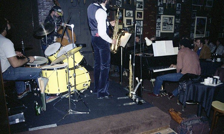 Krystall Klear & The Buells: Marty Krystall, tenor saxophone; Buell Neidlinger, bass; Jerry Peters, piano;  Peter Erskine, drums -- Carmelo's, North Hollywood -- March 25, 1981 -- photo by Mark Weber ----  I want to spin something from Buell's CELLO CAFE (2o12) solo cello music in sequence with Bill & Eva &  Carol's new trio CD just to hear what they sound like together, probably spectacular -- it was in my late  teen years when Manny Aron of Aron's Records (Melrose Avenue, L.A.) suggested I check out Bartok  string quartets, and like so often, Manny was right:  I was a pure chamber music head