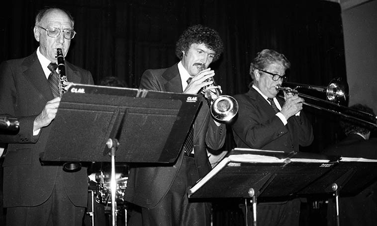 Turk Murphy Ragtime Jazz Band -- August 17, 1979 -- I was so broke that summer we lived in San Francisco I never could afford to visit Earthquake McGoons as much as I wanted: Turk, trombone; Bob Shultz, trumpet; Bob Helm, clarinet; Pete Clute, piano; (Bill Carroll, tuba; John Gill, banjo: I didn't catch the drummer's name) photo by Mark Weber -- the club was right under the Bay Bridge on the Frisco side