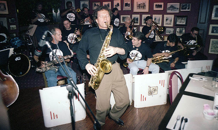 Ernie Krivda leaning into his King tenor with his Fat Tuesday Big Band -- November 15, 1994 at Mr. Z's, 3312 W. 117th Street, on the West Side of Cleveland, Ohio -- photo by Mark Weber ------- We'll dig into Ernie's smoking new cd REQUIEM FOR A JAZZ LADY (Capri Records)