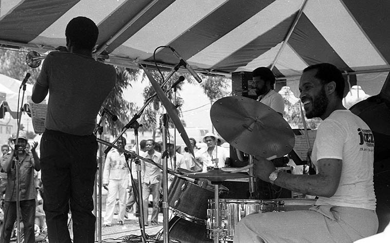 Billy Higgins & Friends -- July 17, 1984 Watts Towers Jazz Festival (8th Annual) -- Oscar Brashear, trumpet; Azar Lawrence, tenor; Jeffrey Littleton, bass; William Henderson, piano ----- photo by Mark Weber