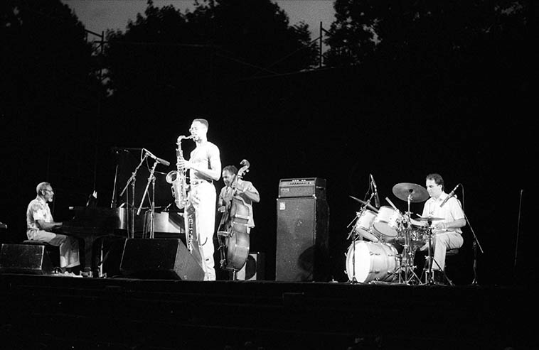 The three years we lived in Cleveland there'd be summer evening concerts in Cain Park in Cleveland Heights -- This is local saxophonist Bud Revels (who grew up in Cleveland but I believe was a New Yorker by this time): Bud Revels Quartet: Jesse Dandy, bass; Skeets Ross, piano; Richard Maslach, drums; and Bruce Bud Revels, clarinet & tenor saxophone -- They opened for the James Moody Quartet -- June 25, 1988 -- photo by Mark Weber -- Mr Revels only album was produced by his Berklee classmate Greg Osby and came out in 1991 on Enja called SURVIVORS -- From what I can gather off the web, Revels is still in Brooklyn and has set the reeds aside and has switched to piano and then to Hammond B3 -- We'll listen to some of his music this day, his Cain Park outing was impressive