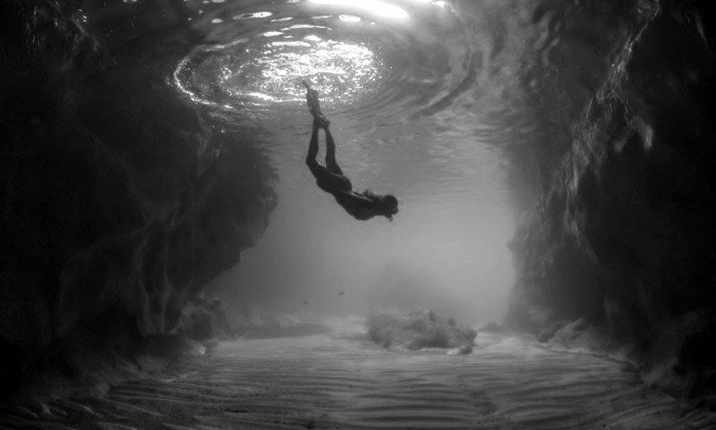 underwater-ocean-bottom-roc